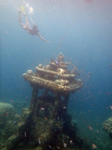 Kotak pos di dasar laut Amed