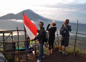 momen saat di atas gunung Batur